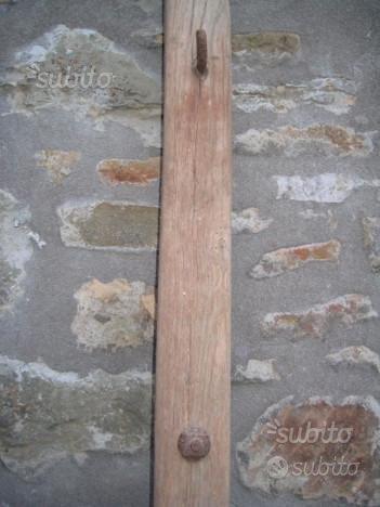 Antico timone manico di calesse in legno