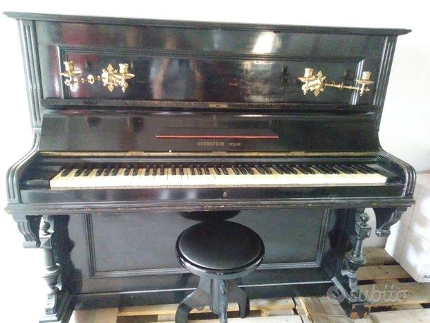 Antico pianoforte verticale