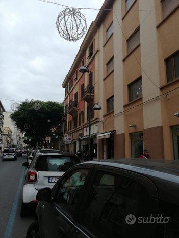 Cagliari via Paoli locale commerciale