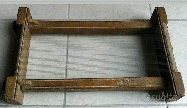 Antico telaio in legno per pasta spaghetti chitarr