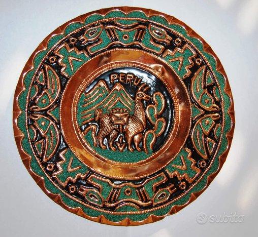 Piatti in rame decorati sbalzati provenienza Perù