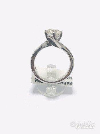 Anello Solitario oro 18 kt diamante naturale(C)