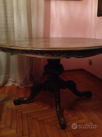 Tavolo rotondo in stile con 4 sedie - Arredamento e ...