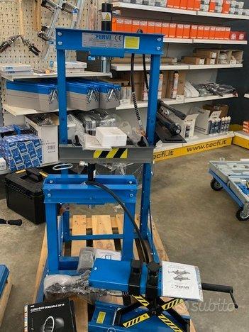Pressa idraulica manuale e pneumatica