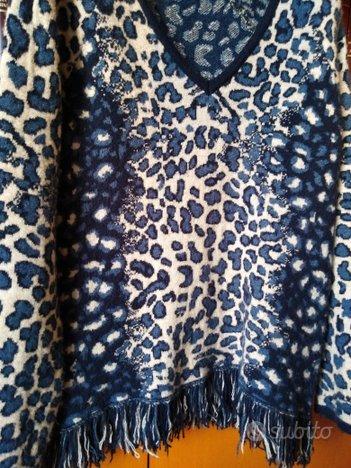 Maglia maculata nei toni del blu