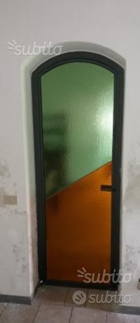 Porta in ferro ornamentale completa di vetri