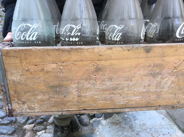 Bottiglie e cassa Coca Cola vintage