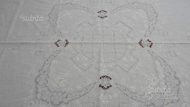 Tovaglia lino bianca ricamata a mano e 8 tovagliol