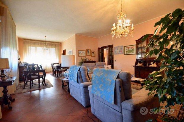 Villa a Capannori, via di San Pieretto, 5 locali