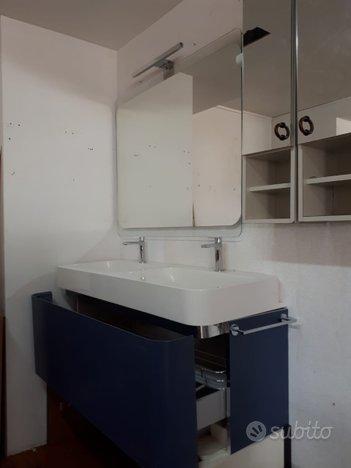 Mobile da bagno doppio lavabo e specchiera ardesio