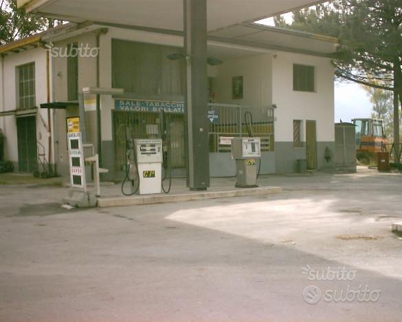 Distributore carburanti e officina