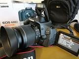 Canon 600D, 18mpx, display girevole, video FULLHD