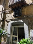 Napoli - Chiaia: locale commerciale di 50 mq