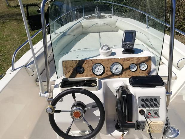 Barca a motore