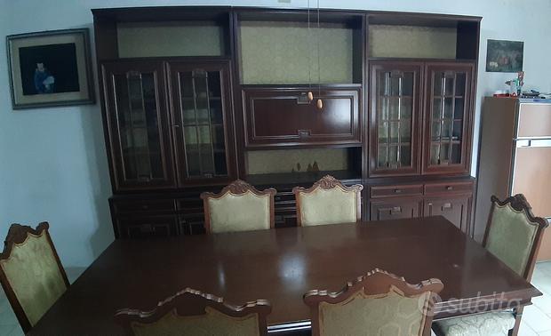 Credenza, tavolino e sedie sala da pranzo e cucina
