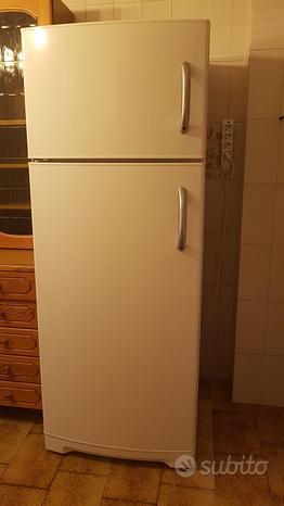 Cucina con frigo