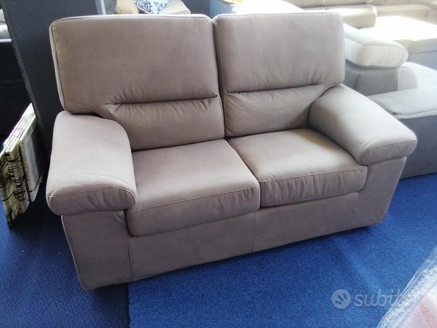 Ultimi divani fissi in tessuto sfoderabile
