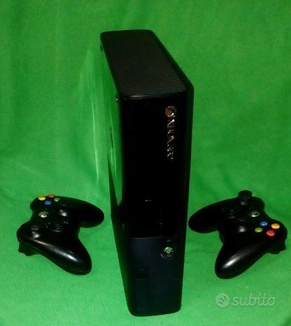 Xbox 360 super slim 500 gb + 2 joypad + giochi
