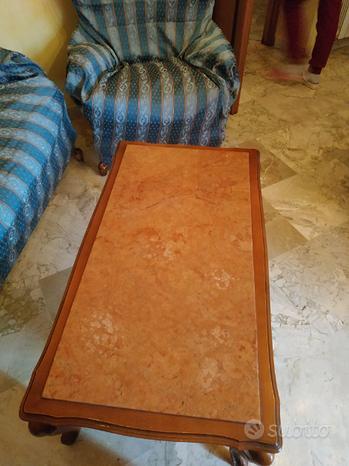 Tavolo in legno con piano in marmo