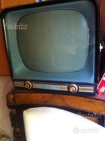 Televisore antico Minerva con tavolino