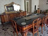 Sala da pranzo in radica antica