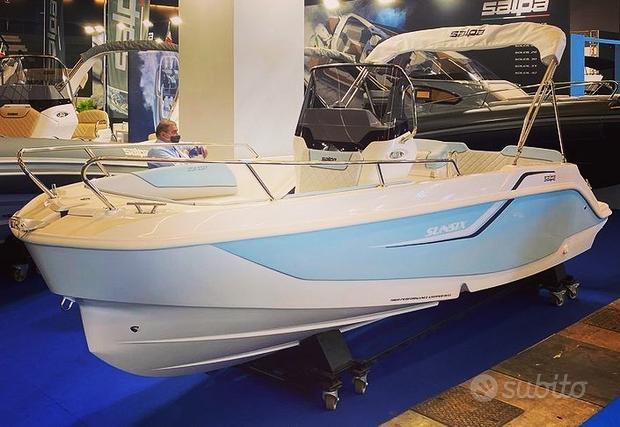 Barca SALPA SUNSIX con HONDA 40/70 E demo fiera