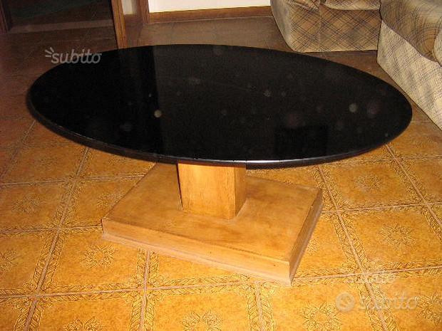 Tavolino ovale con piano di vetro nero