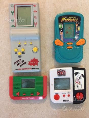 4 videogiochi portatili vintage