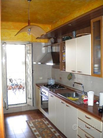 Cucina in legno completa