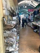 Attività all'interno del mercato di Fuorigrotta