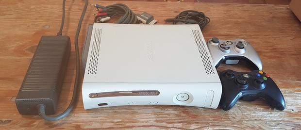 Xbox 360 con 2 controller e 7 giochi