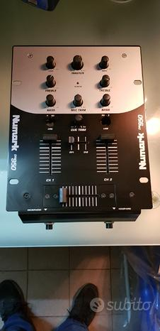 Mixer console dj