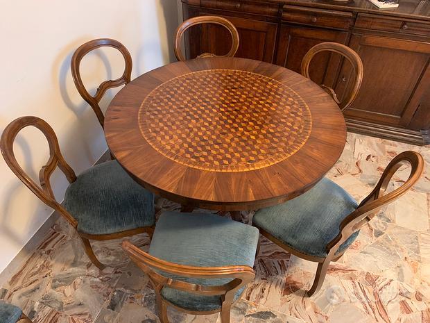 Tavolo circolare in legno intarsiato