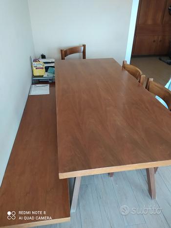 Tavolo con panca e sedie in noce nazionale