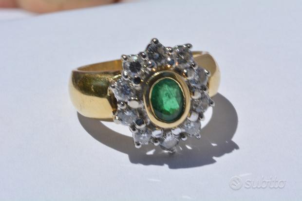 Anello Oro 18kt 10 Diamanti bianchi e Smeraldo