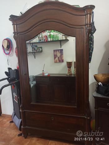 Armadio antico in noce con specchio + comodino