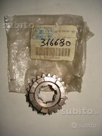 RX 125-200- RV 125-200 rif.316680 ingranaggio scor