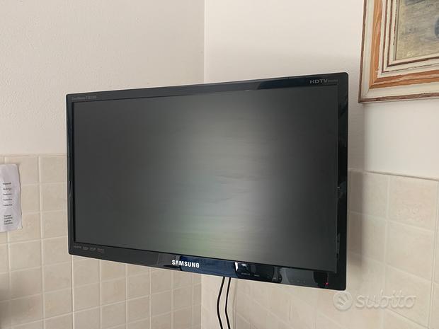 Tv led samsung 22 e 31 pollici con staffa a parete