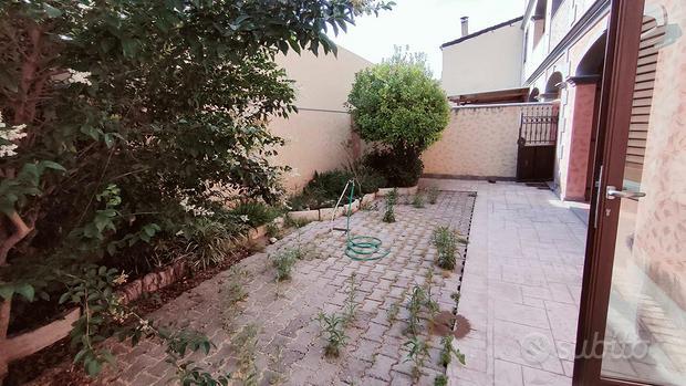 Recente trivano al p.terra con cortile privato
