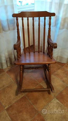 Sedia a dondolo in legno massello vintage