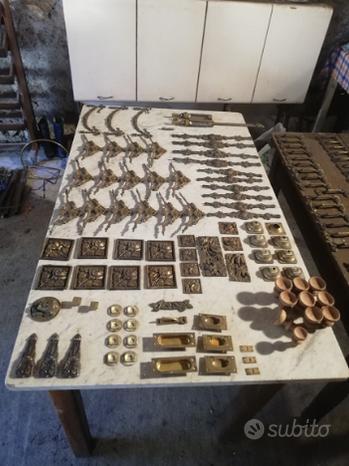 Accessori mobili antichi
