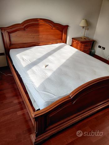 Stanza da letto: armadio, comò, comodini e letto