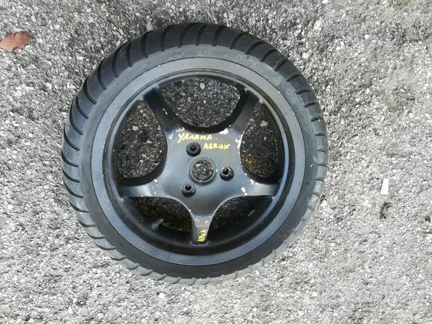 Cerchio posteriore yamaha aerox 50 cc usato