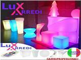 Banconi tavoli cubi vasi sgabelli sfere sedie LED