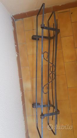 Porta vasi per ringhiere in ferro battuto