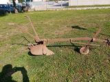Vecchio aratro in ferro ideale per uso arredo