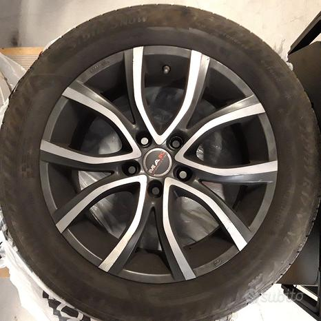 Gomme invernali 225 55 r17 con cerchio BMW