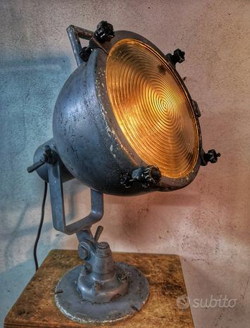 Lampade Industriali e navali vintage da arredo