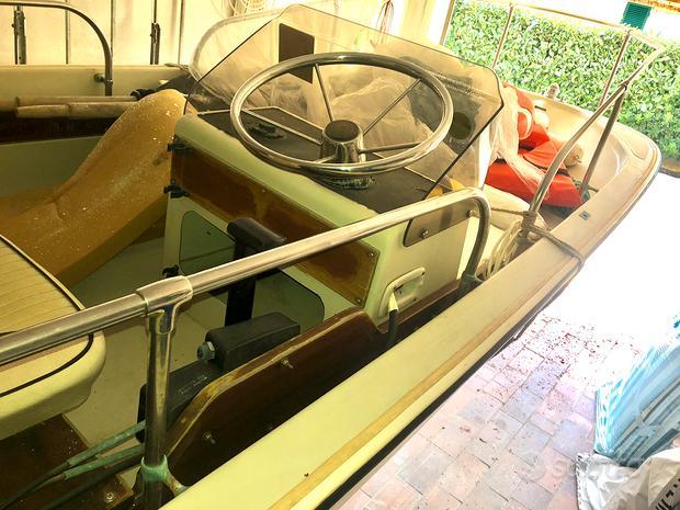 Boston Whaler compreso carrello e motore.8000 euro