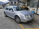 Ricambi Volkswagen Bora 2003 berlina grigio chiaro